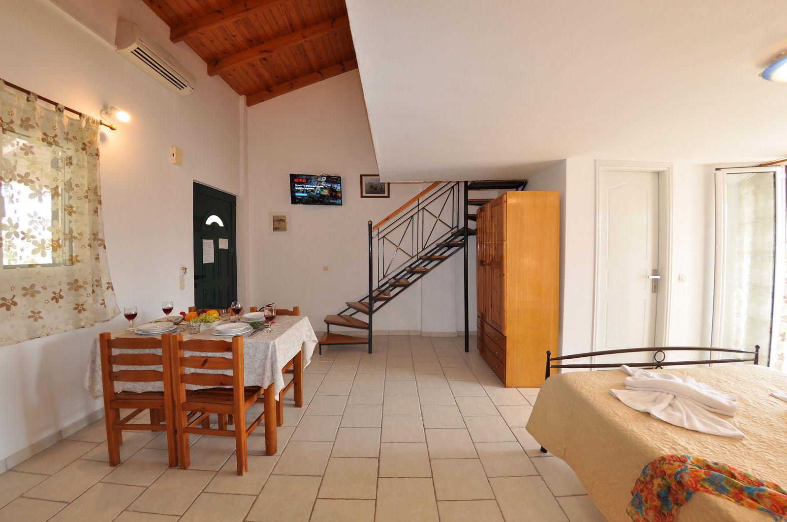 standard-studio-garden-anna-studios-arillas-3